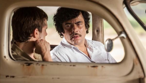 Escobar Paradise Lost Bencio Del Toro PABLO ESCOBAR with Josh Hutcherson BILLY in Bonnie and Clyde Car